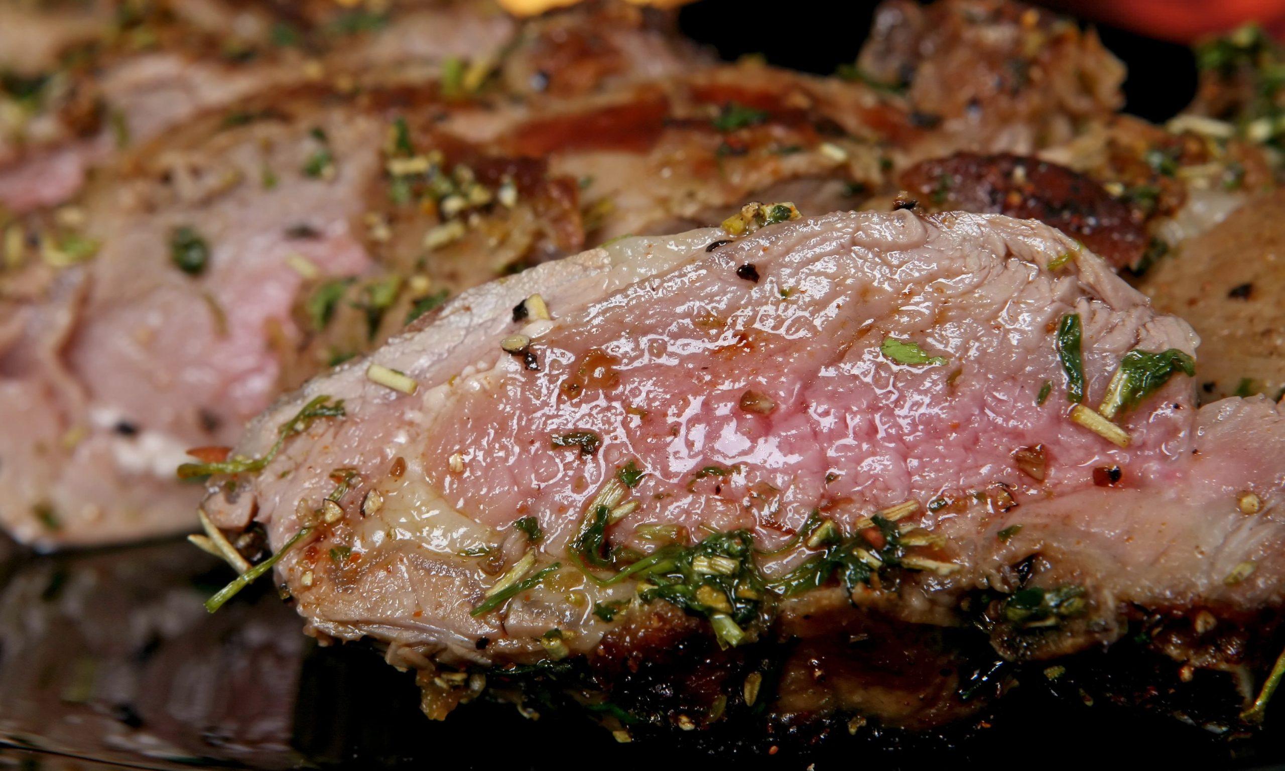 Muşchiuleţ de porc cu sos de cimbru