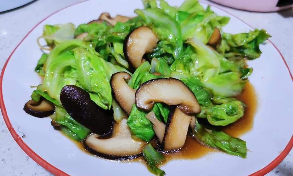 Salată verde cu ciuperci