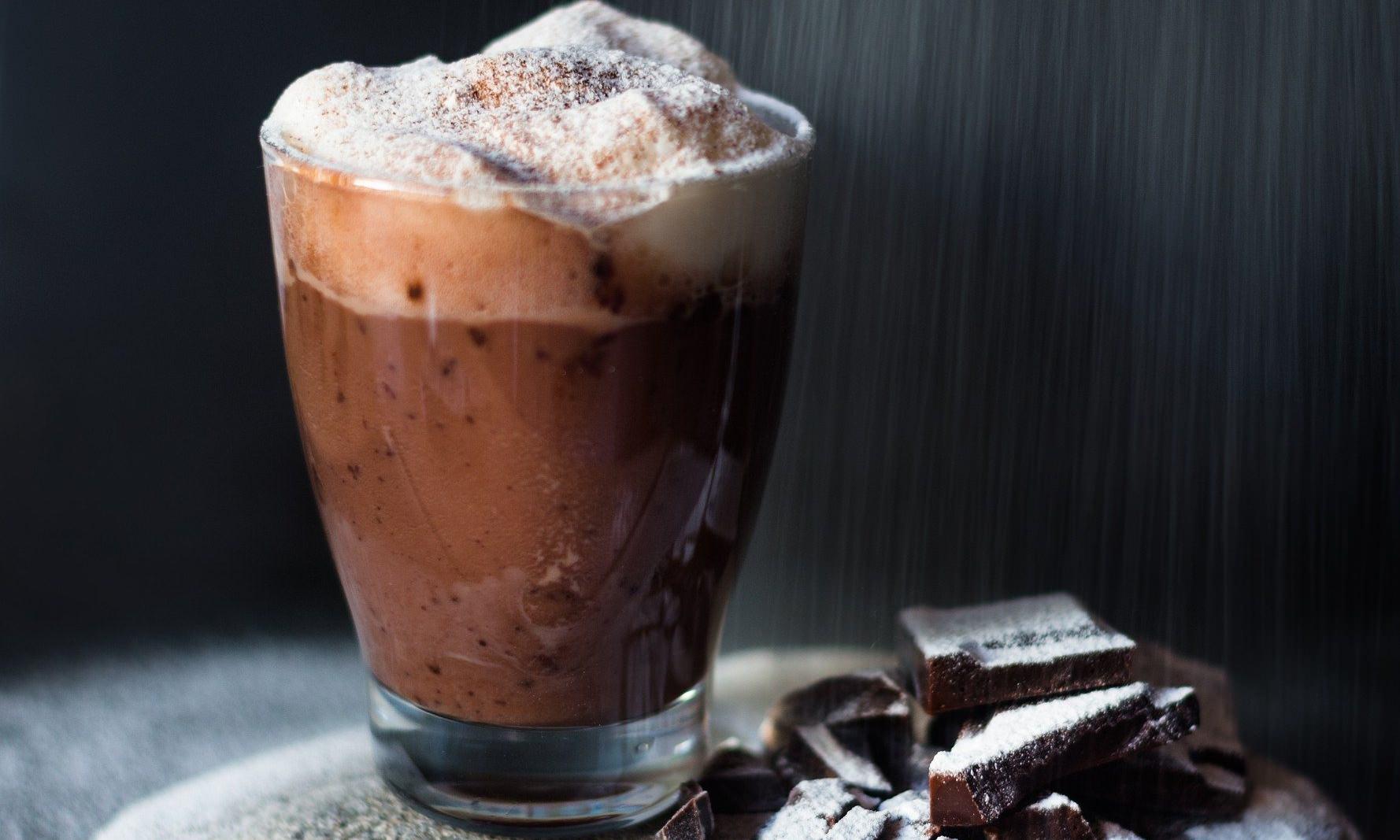 ciocolata calda cu crema de nuci