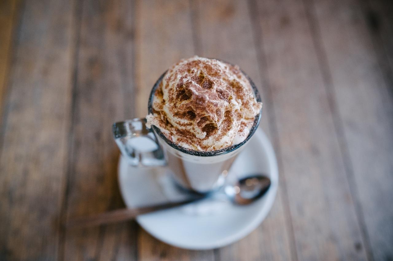 ciocolata calda cu scortisoara