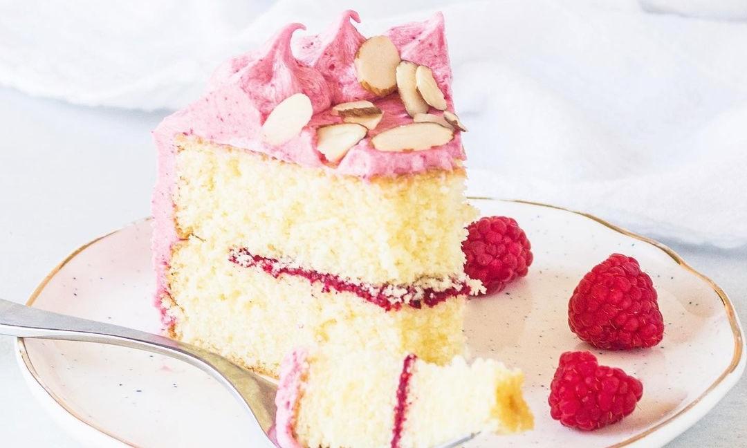 Prăjitură cu vanilie şi zmeură