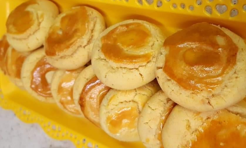 biscuiti cu crema caramel