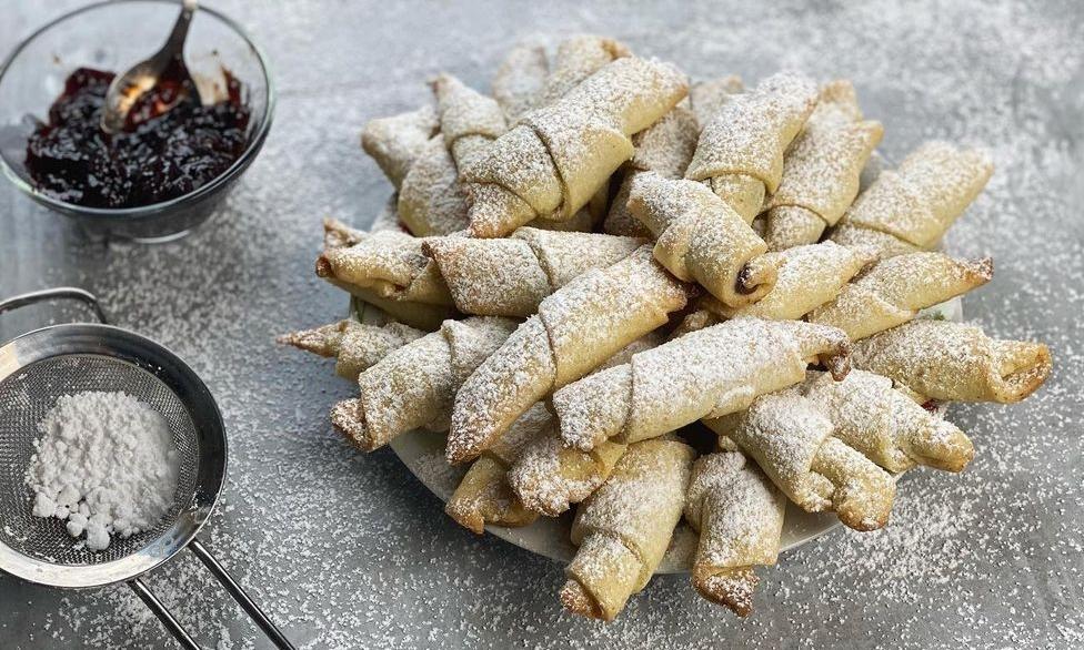 Cornuleţe aromate cu dulceaţă