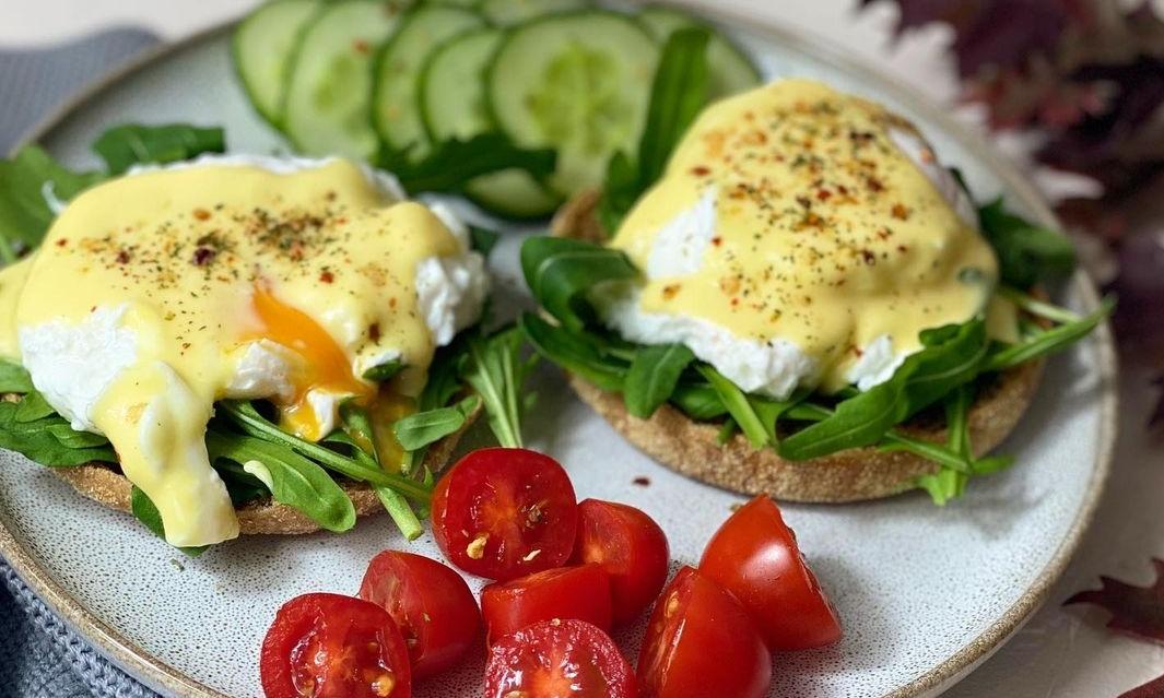oua Benedict pentru mic dejun