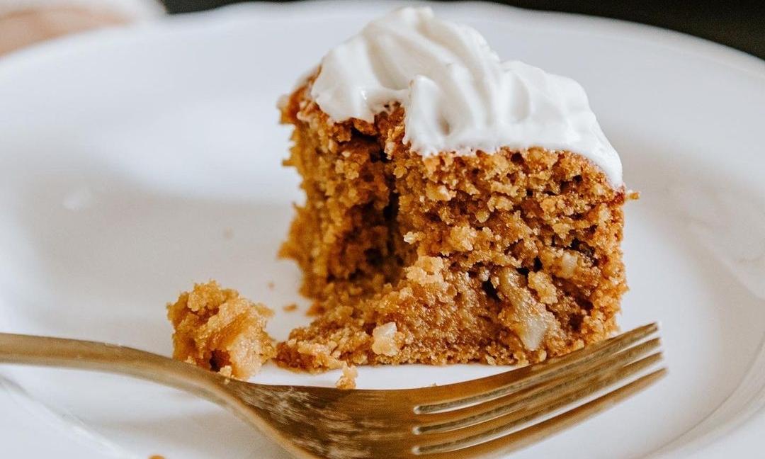 Prăjitură cu cremă de nuci şi bezea